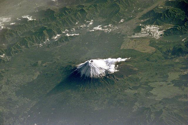 640px-Mt_Fuji_NASA_ISS002-E-6971_large.j
