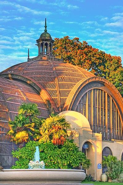 File:Museo Man - Parque Balboa en California.jpg