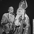 Music Hall 30 november aanstaande. Rijk de Gooyer en Rudi Carrell (als Sinterkla, Bestanddeelnr 914-5131.jpg