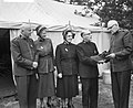 Nationale velddag Leger des Heils in Kroondomein Baarn De persoon rechts met een, Bestanddeelnr 911-3430.jpg