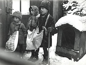 Christmas music - Child Christmas carolers in Bucharest, Romania 1929
