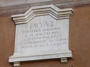 La lapide commemorativa che ricorda la visita del sommo pontefice Pio VII, avvenuta nel 1815.
