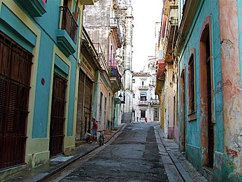 English: Street in the Old Town, Havana, (La H...