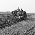 Ontginning, grondbewerking, egaliseren, bezanden, ruilverkavelingen, spitmachine, Bestanddeelnr 159-0686.jpg