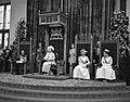 Opening Staten Generaal , Koningin Juliana spreekt de Troonrede uit, links Prins, Bestanddeelnr 916-8835.jpg