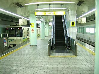 Kadoma-minami Station - Platform of the station (2008)