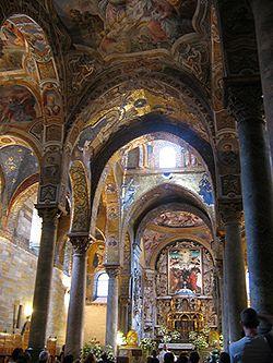 L'interno della Chiesa di Santa Maria dell'Ammiraglio a Palermo, fondata da Giorgio d'Antiochia.
