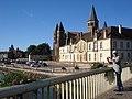 Paray-le-M., la basilique vue du pont de la Bourbince.JPG