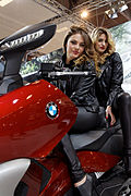 Paris - Salon de la moto 2011 - BMW - C 650 GT et hôtesses - 002.jpg