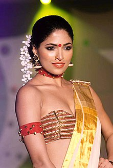 Parvathy Omanakuttan at SNDT Chrysalis 2012 fashion show (4).jpg