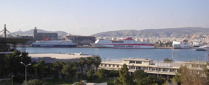 File:Peiraias port 2.jpg