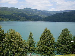 Perućac lake.JPG