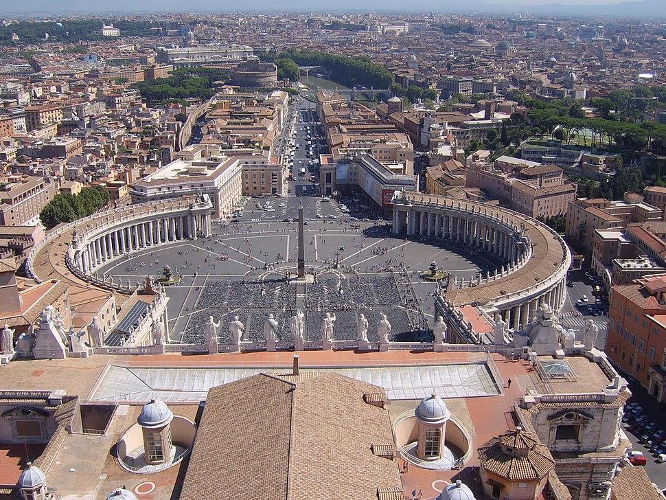 Petersplatz von der Kuppel des Petersdoms, Blickrichtung Ost im September 2005