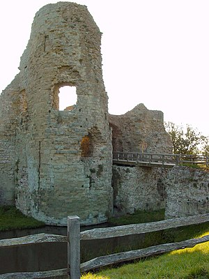 Pevensey - The remains of the 13th-century gatehouse of the inner bailey
