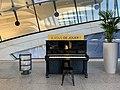Piano en libre-service - gare de Lyon-Saint Exupéry.jpg
