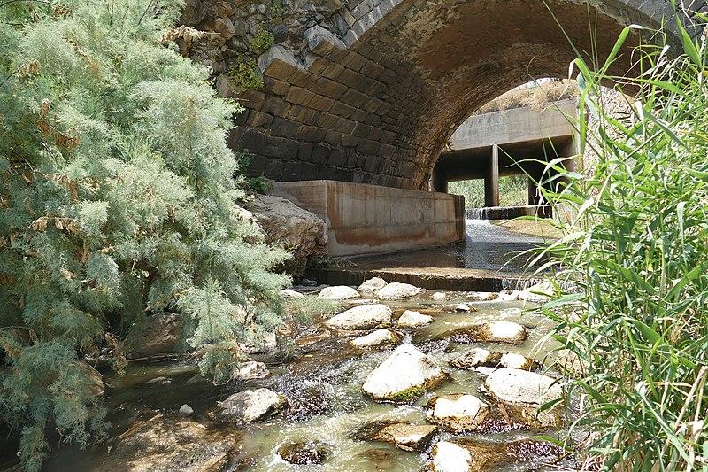 גשר בזלת על נחל חרוד