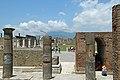 Pompei, Foro (sullo sfondo, il Vesuvio) - panoramio.jpg