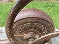 Poncins - Pompe à main (détail).jpg