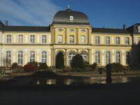 Poppelsdorfer Schloss Gartenseite.jpg