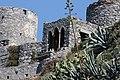 Portovenere, finestre tra le rovine. Dietro i ruderi dei mulini a vento. - panoramio.jpg