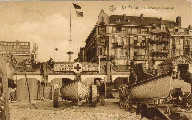 File:Poste Secours Croix-Rouge La Panne ca 1930.jpg