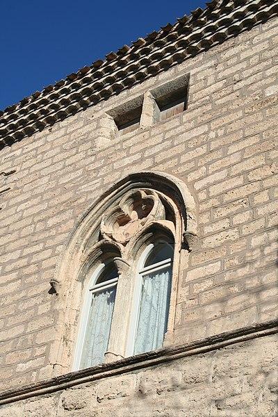 Poussan (Hérault) - fenêtre du presbytère (XIVe siècle).