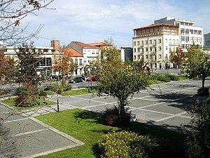 La place du 25 avril, le centre de la ville de Fafe.