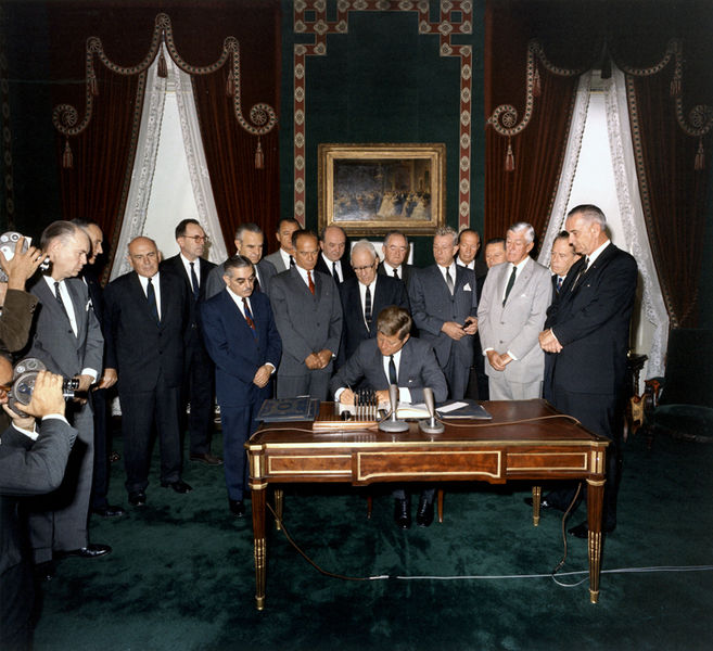 File:President Kennedy signs Nuclear Test Ban Treaty, 07 October 1963.jpg