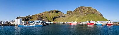 Puerto de Vestmannaeyjar, Heimaey, Islas Vestman, Suðurland, Islandia, 2014-08-17, DD 017-019 PAN.JPG