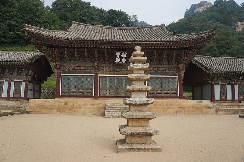Pyohunsa Temple - Mount Kumgang North Korea (10449400303).jpg