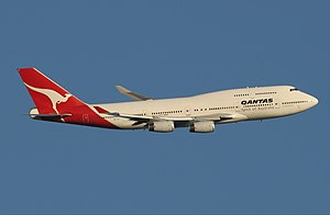 Qantas Boeing 747-400 leaving Perth Airport Monty-1.jpg