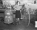 Rijwieltentoonstelling RAI Amsterdam. Scooter en oude fiets, Bestanddeelnr 905-5736.jpg