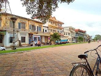 Kampong Cham Province - Houses on the border of the Mekong river