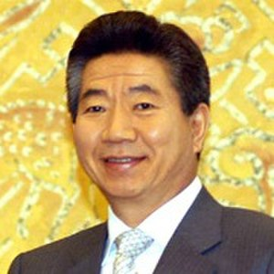 Roh Moo-hyun - Image: Roh Moo hyun cropped headshot, 2004 Oct 26