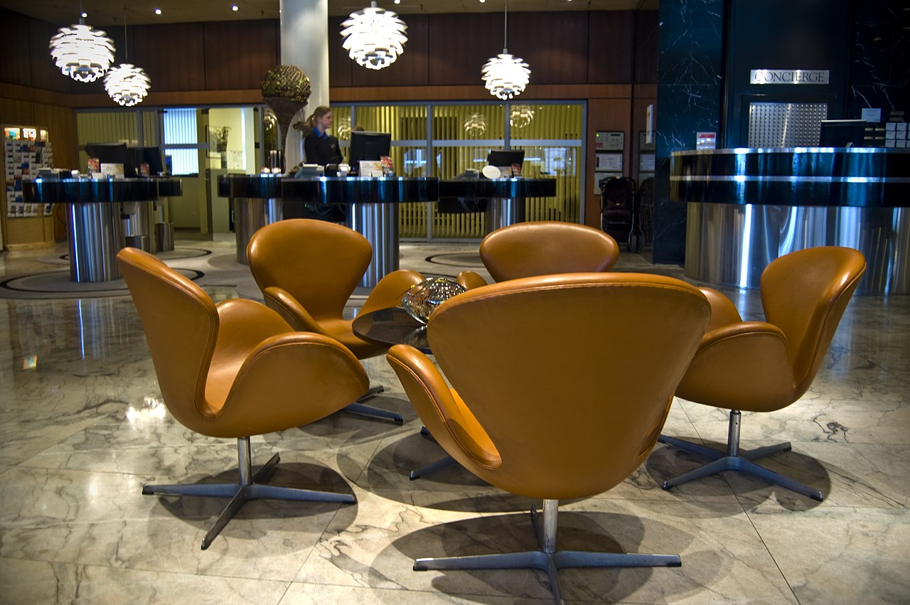 File:Royal Hotel Lobby   Swan Chairs