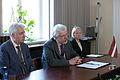 Saeimas deputāti tiekas ar Kipras Republikas vēstnieku (5706720952).jpg
