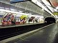 Saint-François-Xavier metro quai 01.jpg