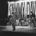 Sammy Davis Jr tijdens optreden in theater Carre, Bestanddeelnr 916-2040.jpg