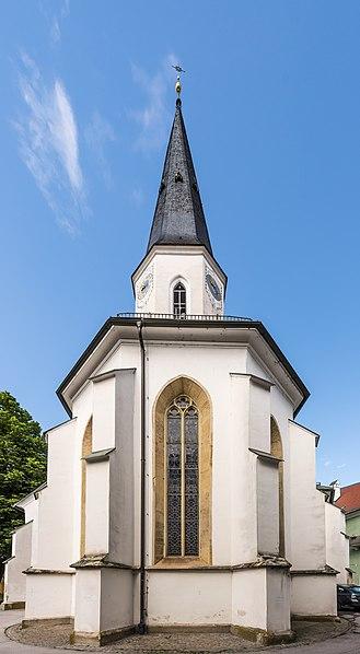File:Sankt Veit an der Glan Stadtpfarrkirche hl Dreifaltigkeit Ost-Ansicht 18052018 3305.jpg