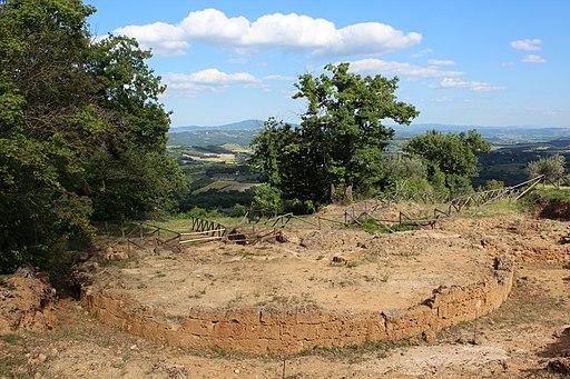 Podio Altare, Necropoli delle Pianacce (Etruscan Tombs), Sarteano