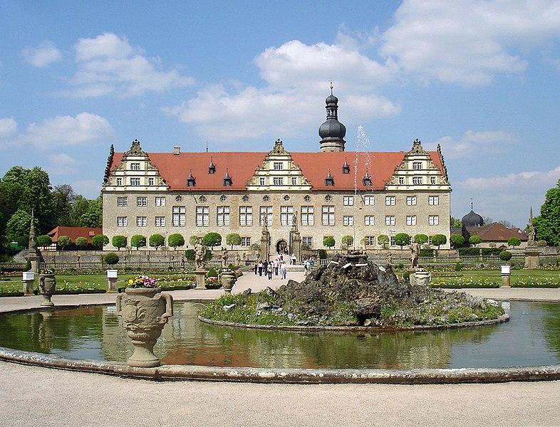 File:Schloss und Park Weikersheim.jpg