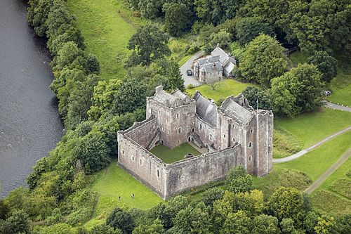 Scotland-2016-Aerial-Doune Castle (and Castle keeper's cottage).jpg