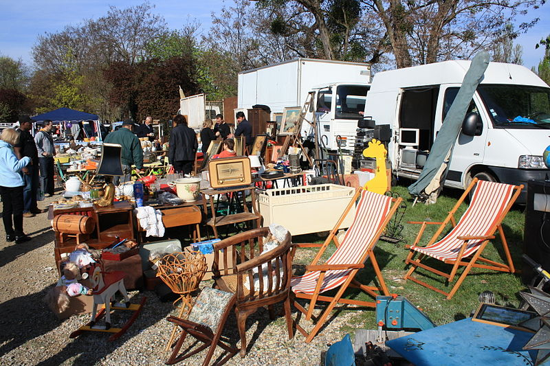 File:Second-hand market in Champigny-sur-Marne 032.jpg