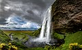 Seljalandsfoss-2 (44669260075).jpg