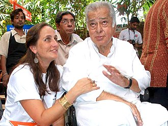 Shashi Kapoor - Shashi Kapoor with daughter Sanjana in 2010