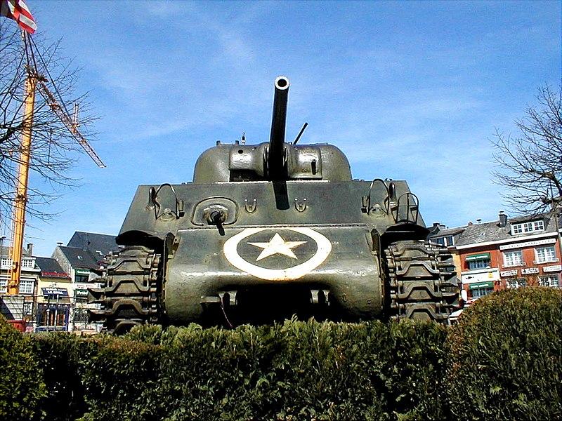 Le char Sherman M4 sur la place de Bastogne