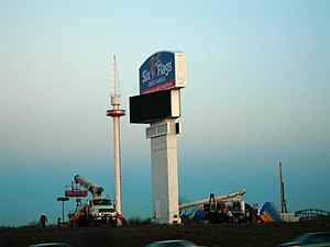 Great America's new I-94 sign erected in December 2006 Six Flags Great America 2006 new sign.JPG