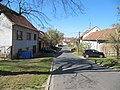 Skoronice, ulice od kostela k OÚ.jpg