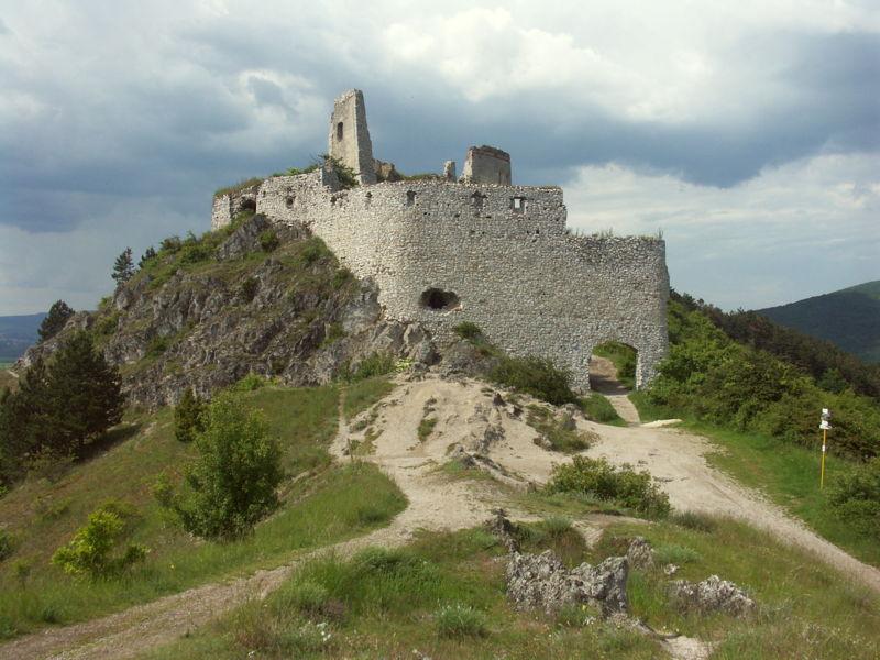 Datei:Slovakia Cachtice hrad 2.JPG