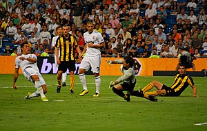 Sebastián Sosa - Sosa saves a shot from Cristiano Ronaldo in a friendly between Peñarol and Real Madrid.